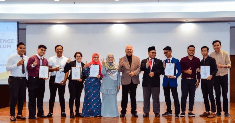 423 UCYP Students Received Outstanding Student Awards